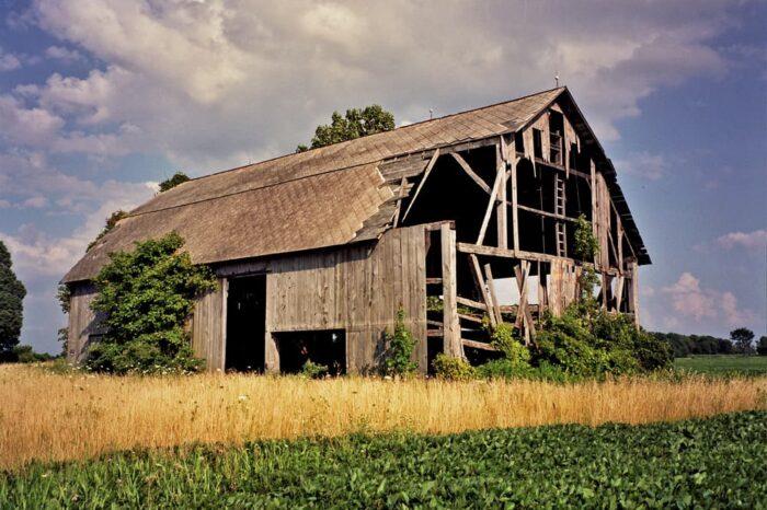 Abandoned Barn © Amy Weiser, Photographer