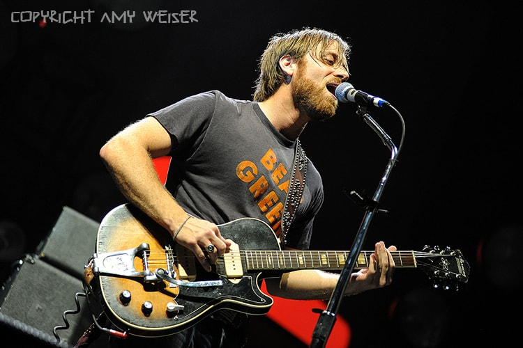 Dan Auerbach of the The Black Keys in Concert at Rocket Mortgage Fieldhouse (Quicken Loans Arena), Concert Photography © Amy Weiser, Photographer