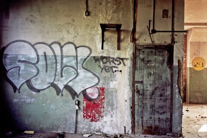 Abandoned Building and Graffiti © Amy Weiser, Photographer
