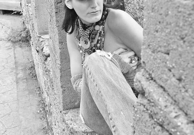 Sara Risner, Musician, Lifestyle Portrait Photo © Amy Weiser, Photographer