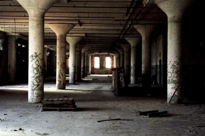 Abandoned Building © Amy Weiser, Photographer